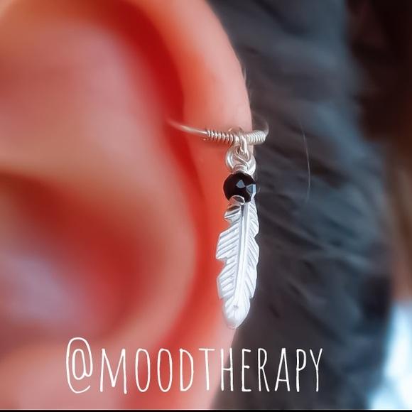 Moodtherapy Jewelry - 925S Feather Onyx Charm Helix Hoop Earring